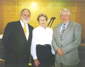 Peter Young hosts the visit of Jan and Bill Dix
